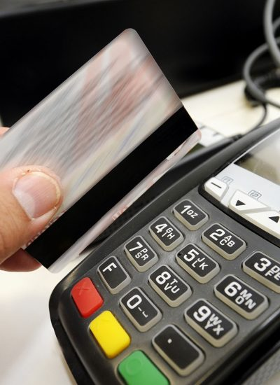 Reward_technology_Unifiid_and_Unifi.id_retail_scanning_bank_card